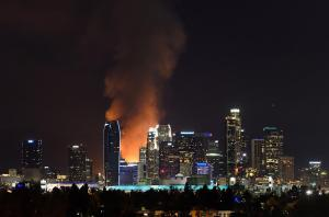 141208-los-angeles-fire_8d464b6873735df8b473ad0a20377bb8