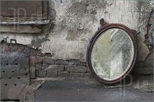 Old-Mirror-1745376